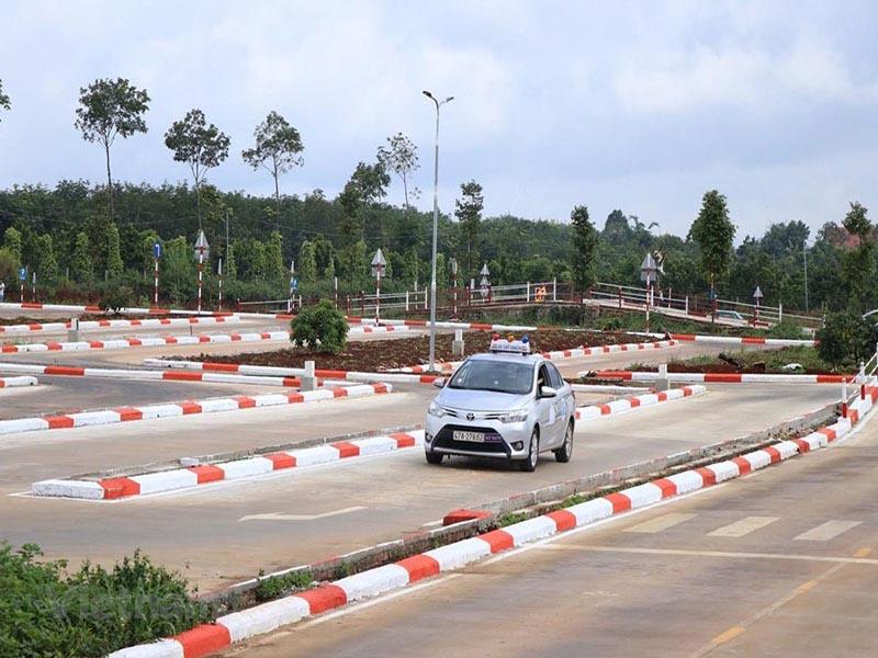 Trung tâm đào tạo lái xe ô tô Hoàng Gia