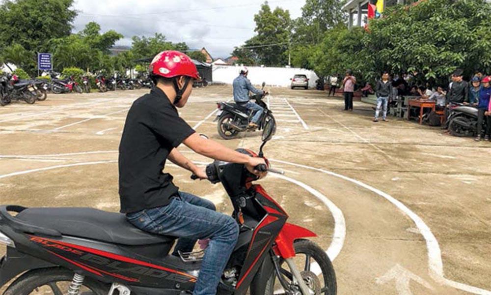 Các khóa học lấy bằng lái xe máy tại Học lái xe 12h