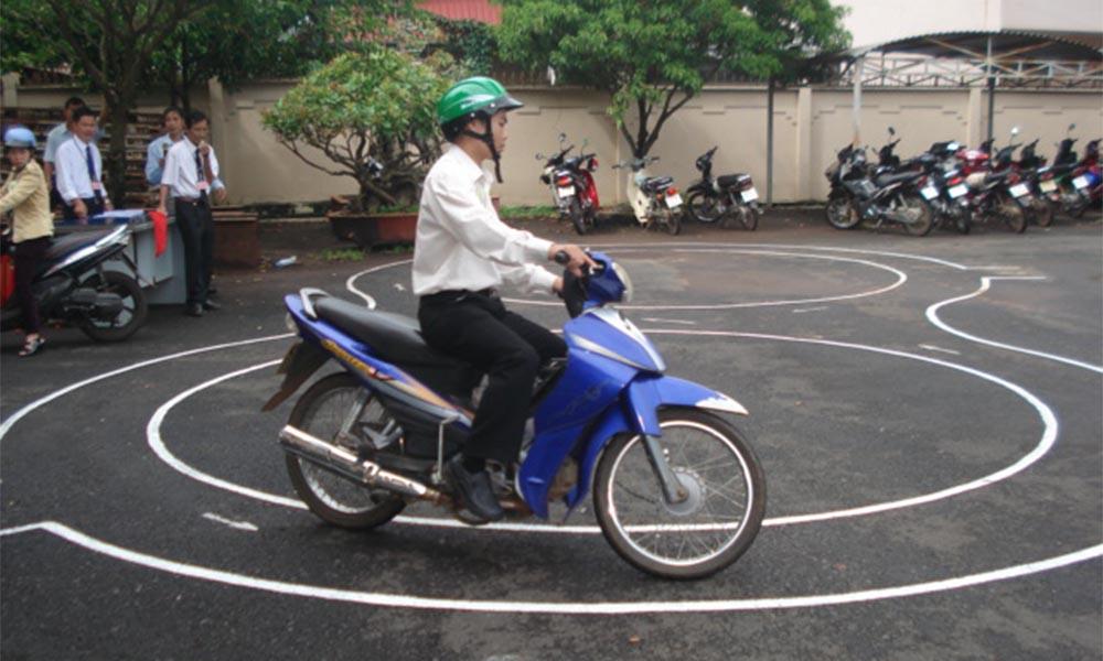Quy trình đào tạo và thi sát hạch bằng lái xe máy tại Học lái xe 12h